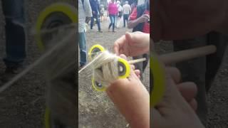 Fidget spinner spinning wool yarn - handspinner, handspinnen