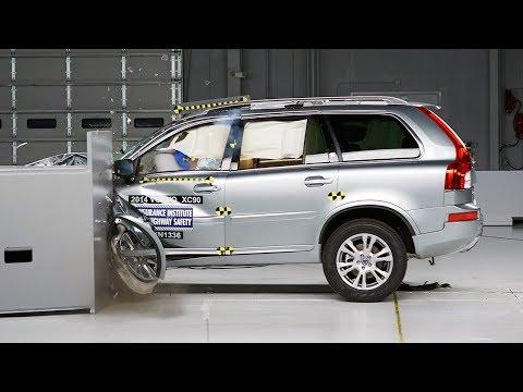2014 Volvo XC90 driver-side small overlap IIHS crash test