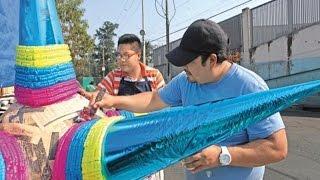 Piñatas, tradición de familia