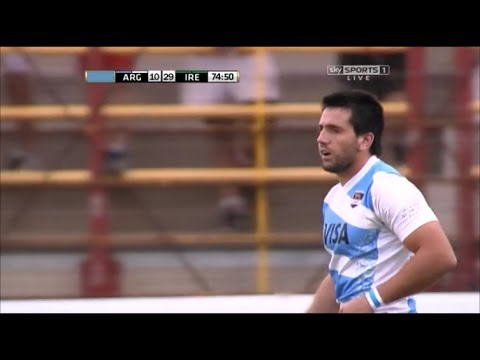 Santiago González Iglesias drives Jamie Heaslip back
