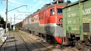 ГЖД Сдвоенный грузовой поезд(Сдвоенный грузовой поезд в составе локомотивов ВЛ80Т-2021 и ВЛ80С-2736 выходит со станции Лянгасово на перегон..., 2014-06-19T18:21:31.000Z)