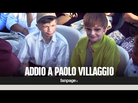 Ai funerali di Paolo Villaggio parenti, amici e fan. Il ricordo di Plinio Fernando (Mariangela)