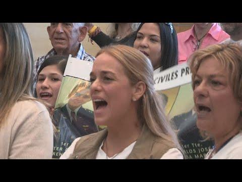 Tintori llama a votar en masa plebiscito contra Maduro