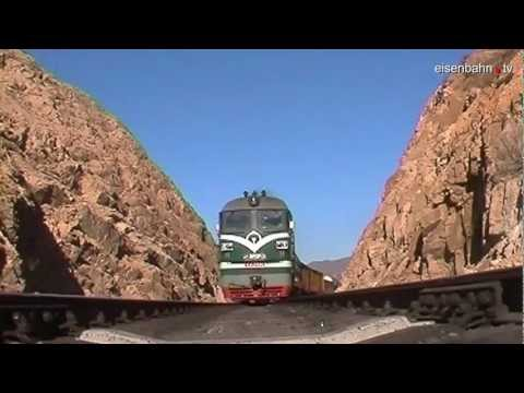 DF Loco Drives Over Camera China- Jing Peng Pass 2004