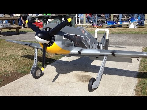 Top Flite Giant Scale Focke Wulf FW-190 WWII RC Plane at Warbirds Over Whatcom
