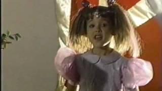 Danna Paola - Campanita y Juan pestañas (DVD Mi Globo Azul)