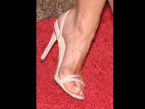 Jennifer aniston feet legs close up youtube - Jennifer aniston barefoot ...