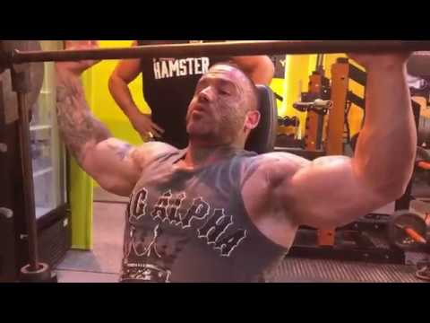 Aarron Lambo – Shoulder Press on the 'Smith Machine'