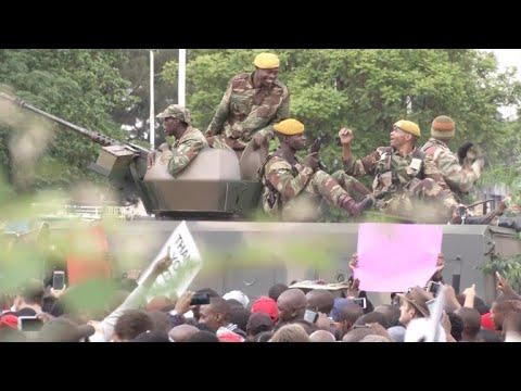 afpbr: Milhares pedem que Mugabe deixe o poder no Zimbábue