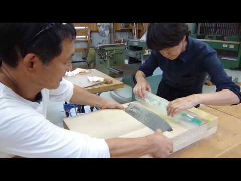 Видео: Уму не постижимо - как срезать рубанком древесину с человеческий волос