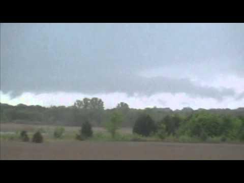 Tupelo Miss. EF3 Tornado 4-28-2014 Tornadogenesis... First touch down