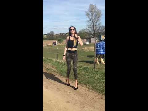 "Lara walking an uneven path 7,25"" inch extreme High Heels"
