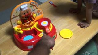 2歳になる息子とアンパンマンキッチンを買って遊んでみました。男の子...