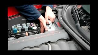 Замена автомобильного аккумулятора на Chevrolet Corvette(Установка аккумулятора Bosch S5 77 Ah 780 A от aet.ua http://aet.ua/batteries-for-cars/akkumulyator-bosch-s5-6st-77ah-r-780a.html., 2016-08-22T17:56:12.000Z)