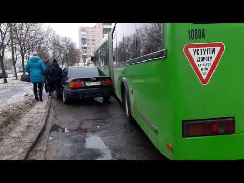 В районе СШ№25 Витебска две машины заблокировали движение автобуса