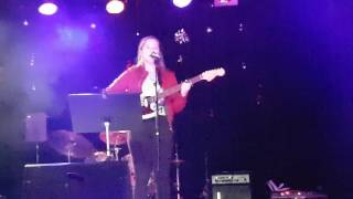 "Amalie Sildnes Gedde-Dahl synger ""Himmel på jord"" (Enger/Johannessen)"