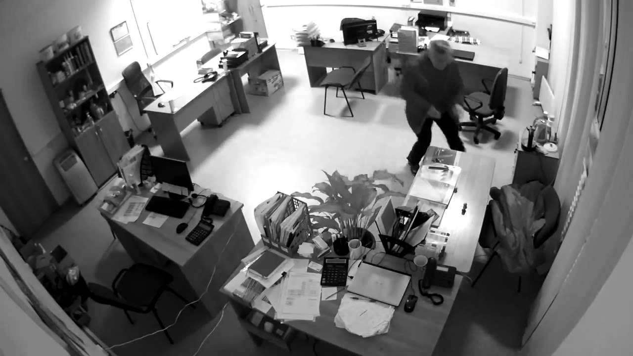 kak-skritaya-kamera-v-ofise-kompanii