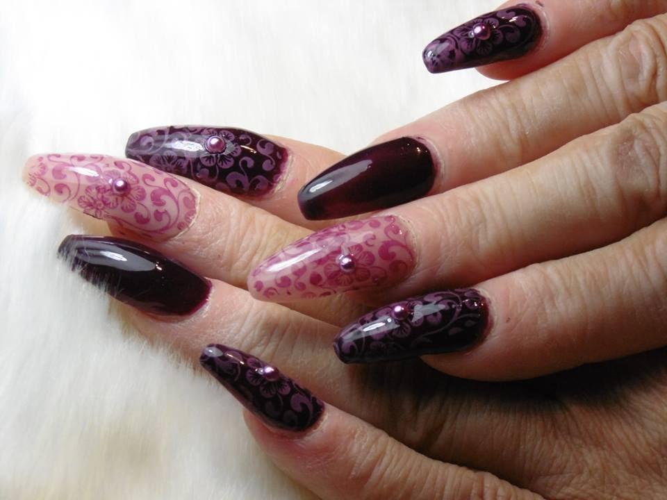 Uñas en color berenjena con stamping-Eggplant color nail stamping ...