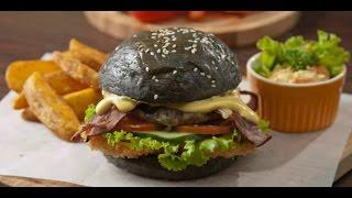 Burger hitam sajian unik di salah satu cafe Di Blora Mustika