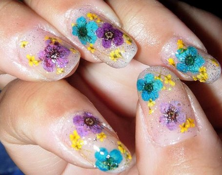glitter with dried flowers nail