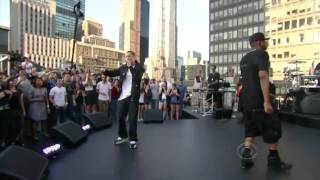 Jay-Z (Ft. Eminem) - Renegade Live (Official Video)
