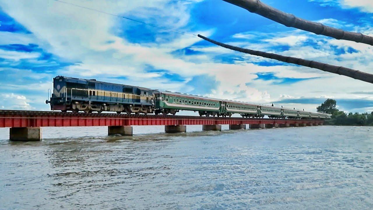 Drutajan Express Passing Dilpashar Railway Bridge    Chalan Beel    Pabna