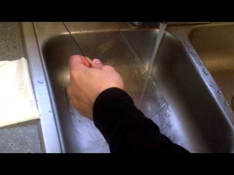 How to clean photo frame glass without lint and streaks