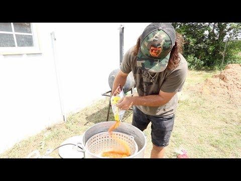 CRAWFISH BOIL The Texan Way! {Buy Cook Eat}