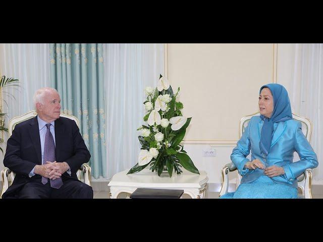 Le sénateur McCain rend visite aux membres de l'OMPI d'Achraf à Tirana