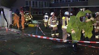 Großeinsatz der Feuerwehr nach Chlorgasaustritt in Grundschule Gevelndorf in Lüdenscheid