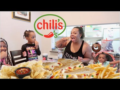Chili's Mukbang With A Family Of 5 ! Dinner Time Is CRAAAZZZZYYY Lol