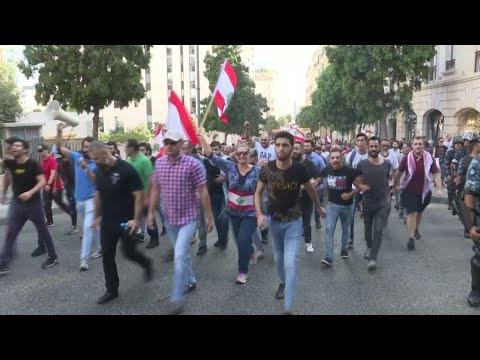 لبنانيون غاضبون يرفعون صوتهم ضد الفساد والفاسدين  - نشر قبل 3 ساعة