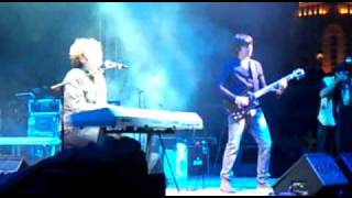 Gambar cover Toploader Dancing in the Moonlight live in Doha Qatar