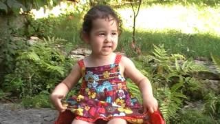 """Clémentine (27 mois) chante """"La puce et la pianiste"""" d"""