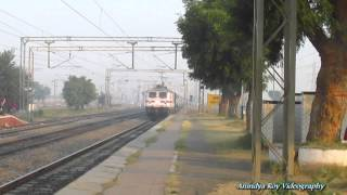Ghaziabad WAP7 unleashing power with Taaj Express!