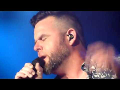 "David Nail ""Slow Hands"" (Live in Robinsonville MS 08-25-2017)"