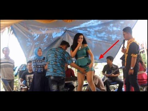 sawer biduan hot dipegang anunya terus saat nyanyi !!