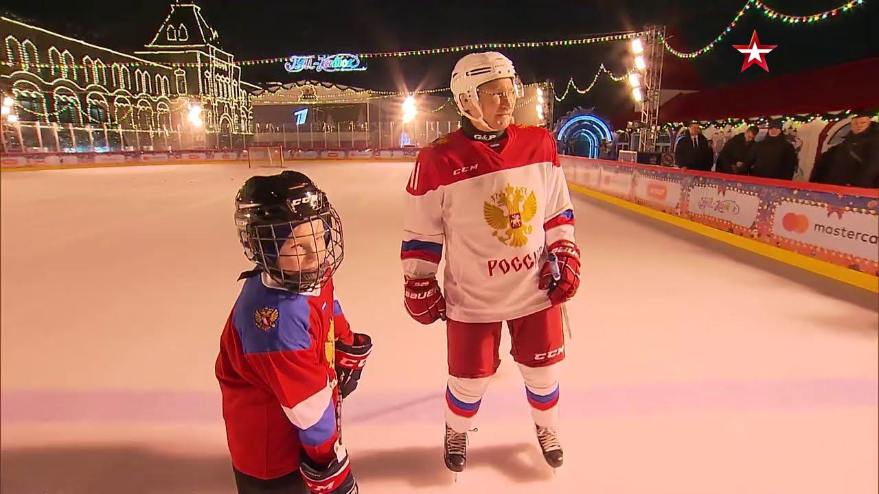 Путин сыграл в хоккей с мальчиком, мечтавшим увидеть Красную площадь
