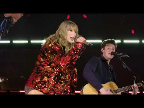 Taylor Swift & Shawn Mendes Perform 'There's Nothing Holding Me Back' at Rose Bowl
