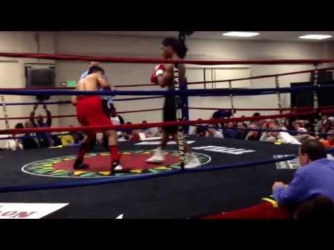 edwin reyes 2nd pro fight RD1