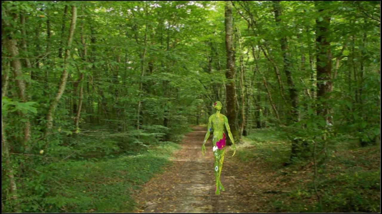 Creature in the forest cr ature dans la for t alien for Dans la foret