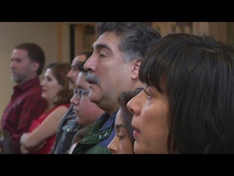 """Hispanos conquistan Alaska, """"la última frontera"""""""