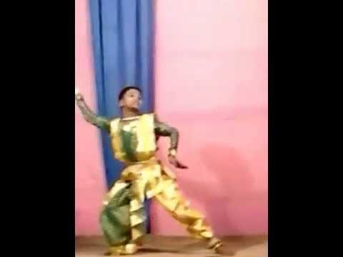ke tumi tandra harani dance....famous manna dey song