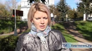 В Твери на женщину с ребенком набросилась стая бродячих собак(Подробности: http://tvernews.ru/news/205507/, 2015-10-13T09:30:52.000Z)