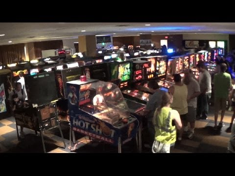 Zapcon 2014 Day 1 An Amazing Collection of Vintage Arcade Games !