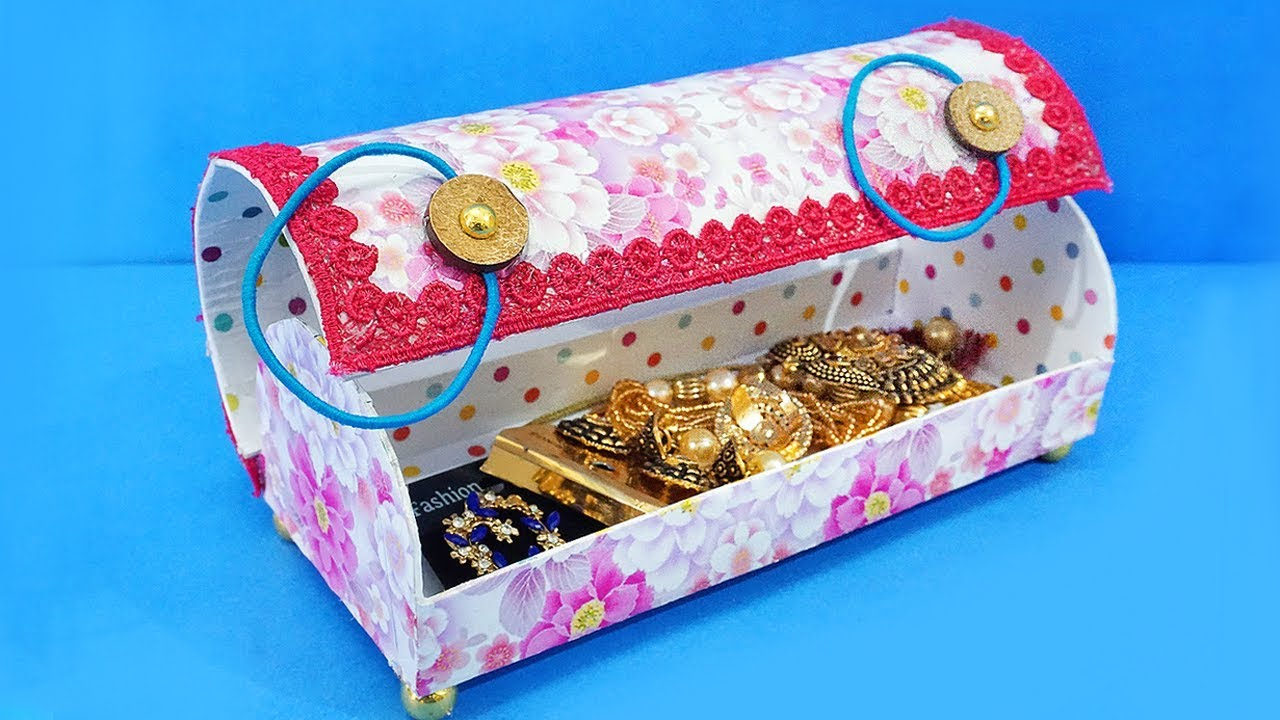 Amazing best out of waste jewelry box using waste for Best out of waste ideas from bangles