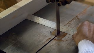 Tarkashi - Man measuring the wood before cutting