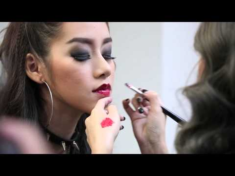 red-lipstick-tip-(the-face-red-lips)-by-maybelline-new-york