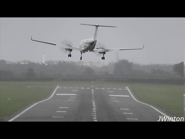 Super Kingair B200 GO AROUND | Strong Crosswind at Newcastle