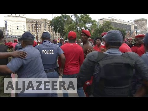 South Africa: Police and anti-Zuma protesters clash in Pretoria